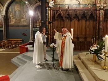 Adulte, puis-je être baptisé, communier et préparer la confirmation ?